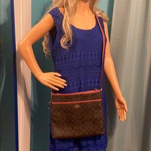 Coach cross body purse PINK like new